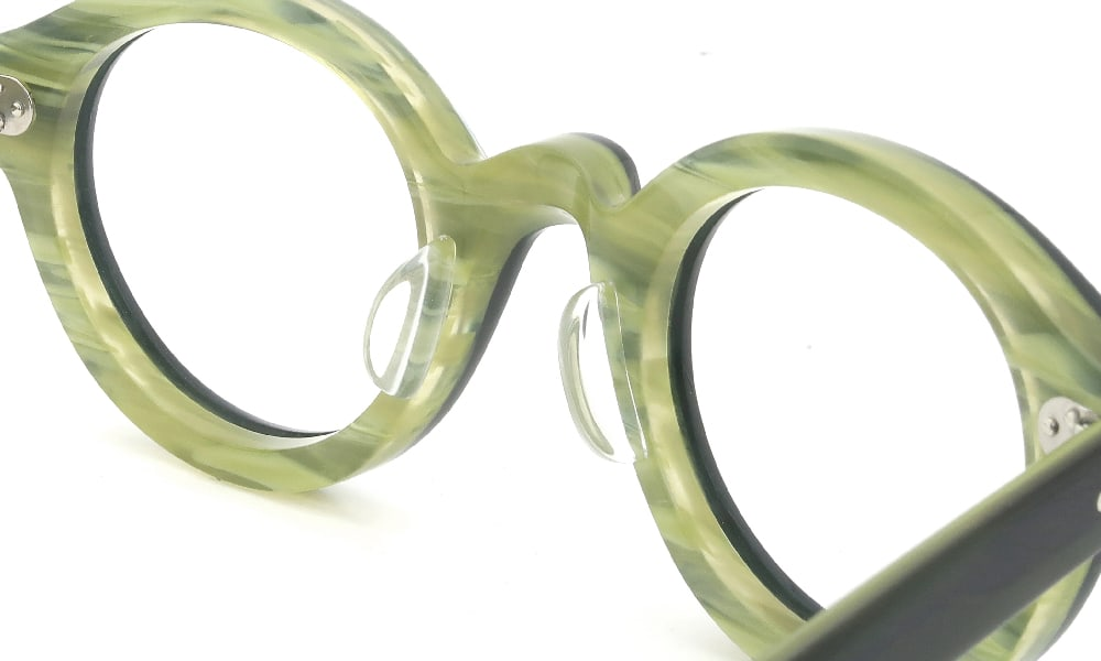 眼鏡の鼻あて・パット交換 Lesca La-Corbs BLK/GR クリアパッド大 加工後