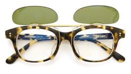 白山眼鏡×BEAMSクリップオンサングラス1975 TORTOISE ヴィンテージグリーンレンズAG 装着例 開いた状態
