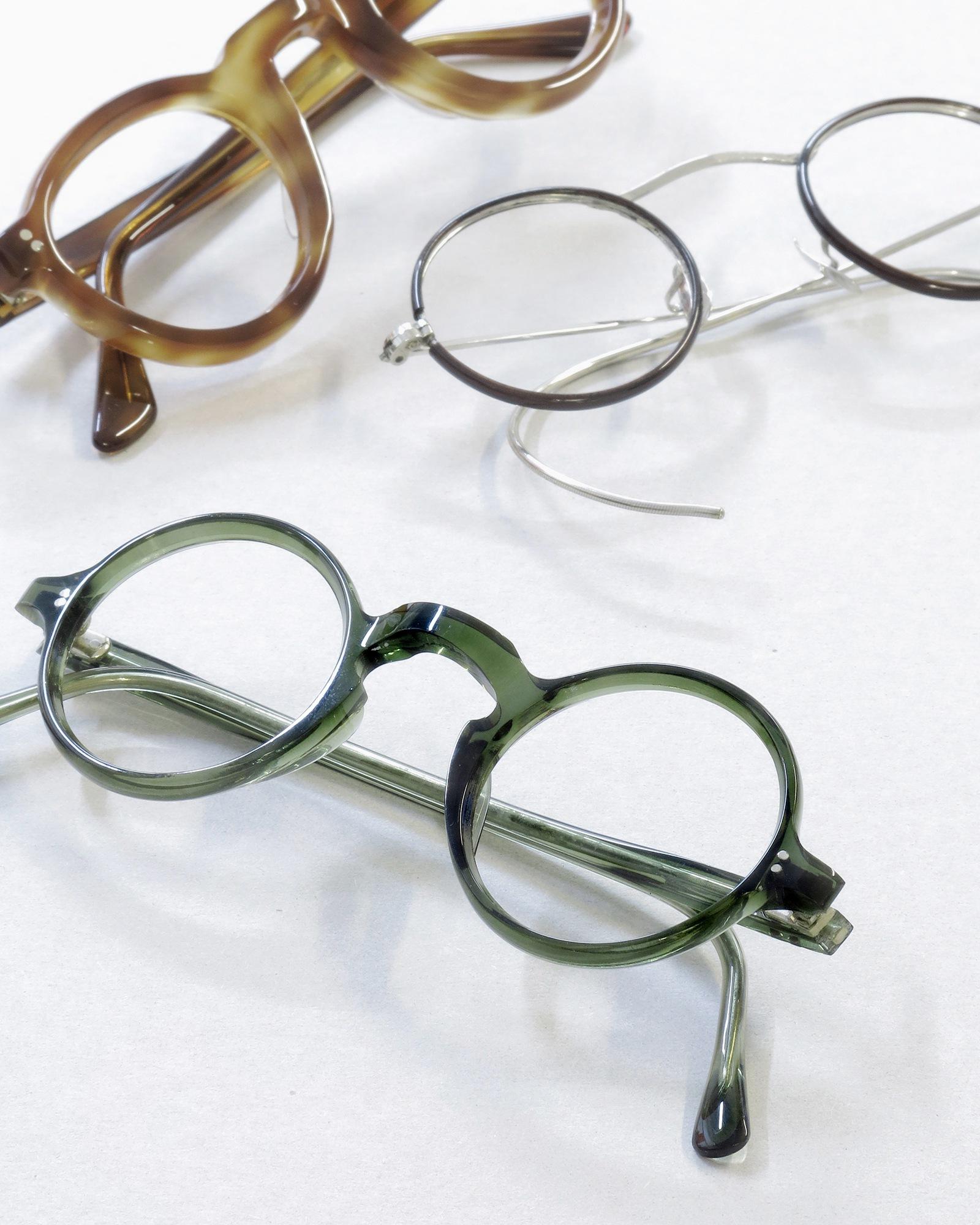 フランス製の緑の丸メガネ
