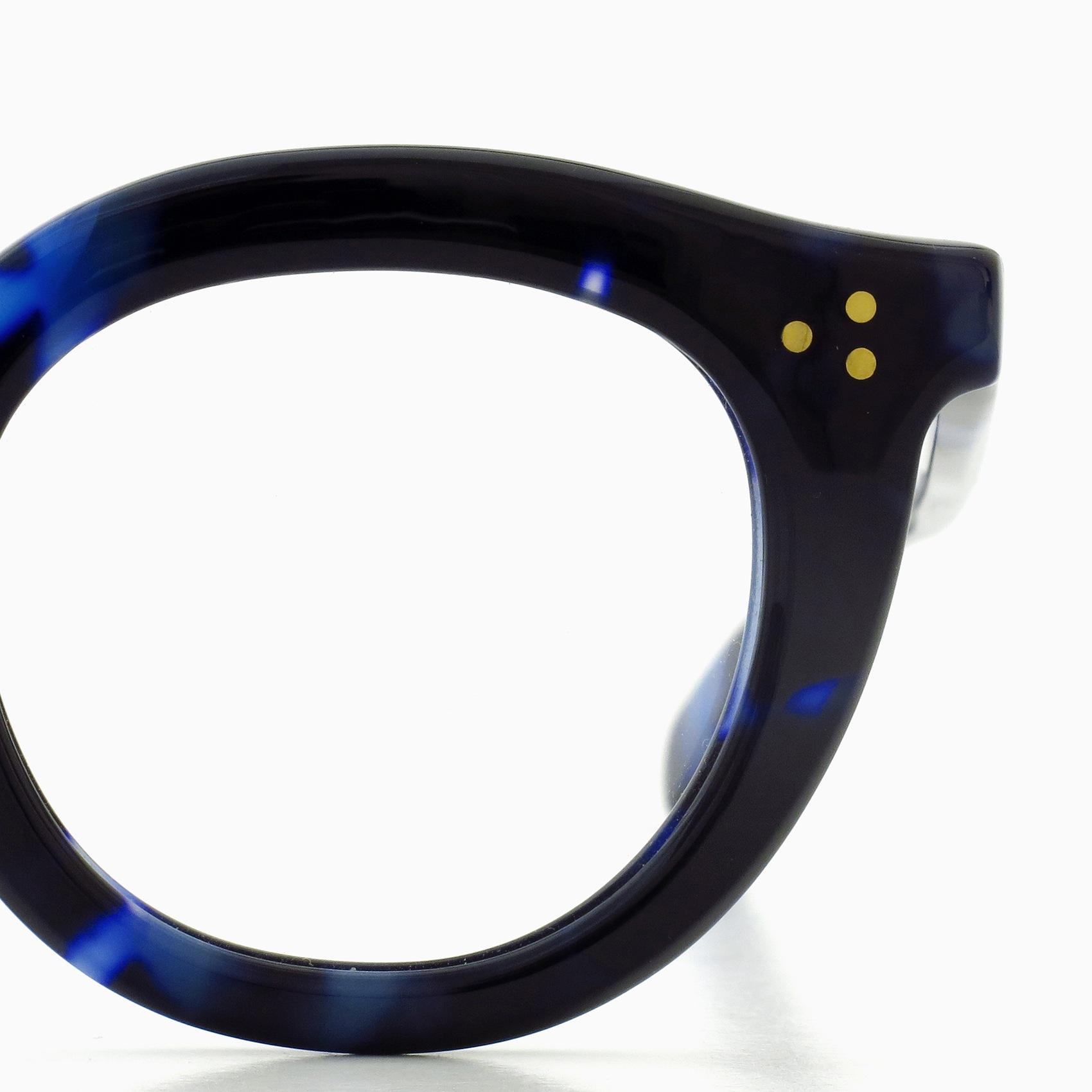 ブルーの鼈甲柄を用いたMAX PITTIONの定番