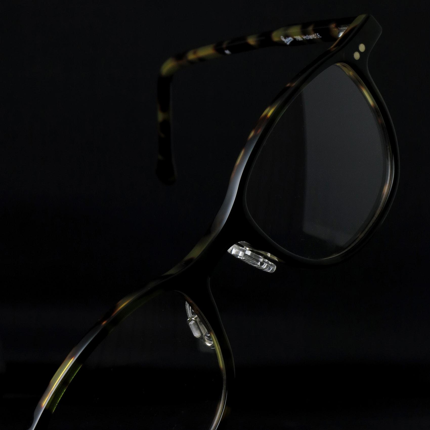 プレシオーサの定番メガネ。mod.766_01