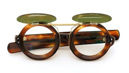 1960s FRANCE VintageクリップオンサングラスTWO DOTS ROUND FRAME 42/24 AMBER ヴィンテージグリーンレンズAG 装着例_open