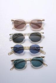 透明生地のサングラス