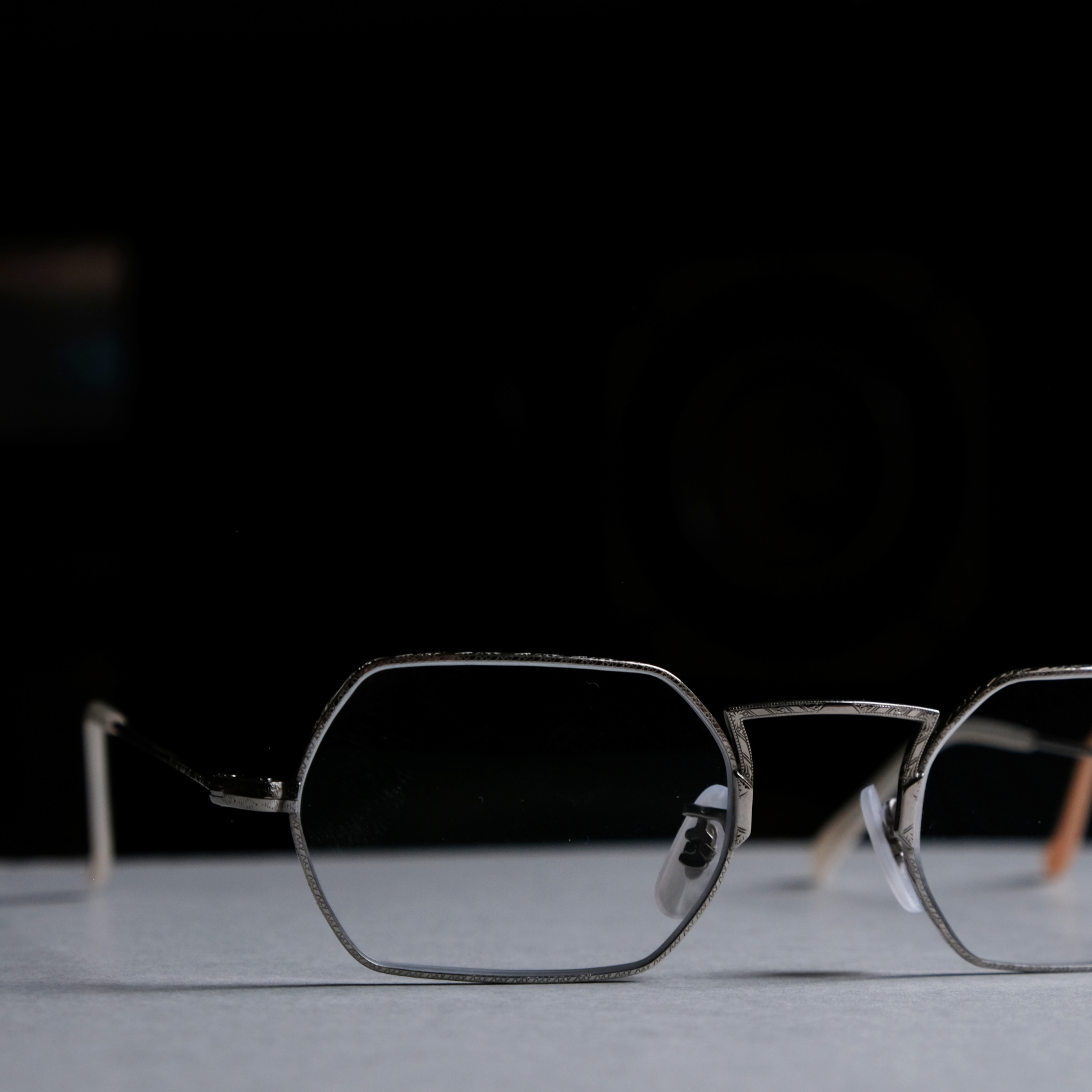 OLIVER PEOPLES-PANE