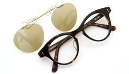 白山眼鏡×BEAMS ポンメガネオリジナル跳ね上げ式クリップオンサングラス デミ アッシュベージュレンズAG 装着例