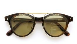 白山眼鏡×BEAMS ポンメガネオリジナル跳ね上げ式クリップオンサングラス デミ アッシュベージュレンズAG 装着例_close
