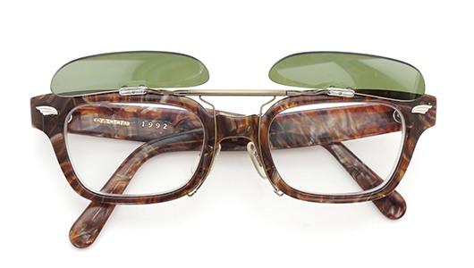 白山眼鏡クリップオンサングラス1992 ヴィンテージグリーンAG 装着例 開いた状態