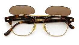 白山眼鏡 ポンメガネオリジナル跳ね上げ式クリップオンサングラス A6 デミ/アンティークゴールド ダークブラウンレンズAG 装着例 open