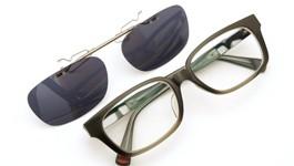 UNITED ARROWS×金子眼鏡 ポンメガネオリジナル跳ね上げ式クリップオンサングラス デミ/ゴールド ダークグレーレンズAG 装着例