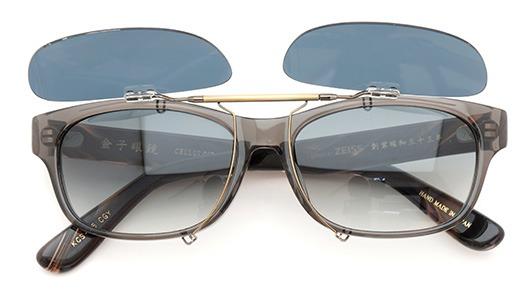 金子眼鏡 ポンメガネオリジナル跳ね上げ式クリップオンサングラス KCS-05_CGY ダークグレーAG 装着例 開いた状態