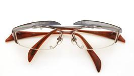 Masaki Matsushima eyes ポンメガネオリジナル跳ね上げ式クリップオンサングラス MF-1105 clipon ダークグレーGM 装着例 開いた状態