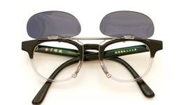 金子眼鏡 跳ね上げ式クリップオンサングラス KC18 BKCL ダークグレー装着例_open
