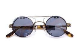 クリップオンサングラス ブランド・モデル不明 ダークグレー レンズ装着例_close