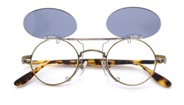 跳ね上げ式クリップオンサングラス ブランド・モデル不明 ダークグレー レンズ装着例_open